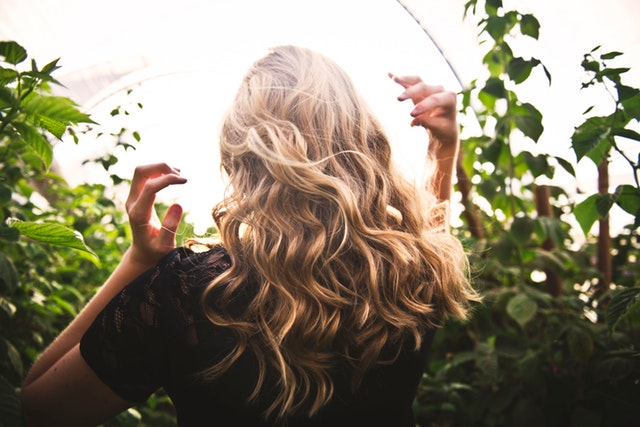 Hair shedding: why does it happen?